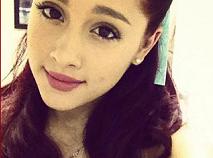 Intrebari despre Ariana Grande