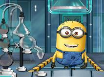 Minion in Laboratorul de Bauturi